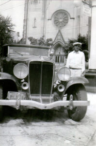 Charles Bell with his auburn car, 1937